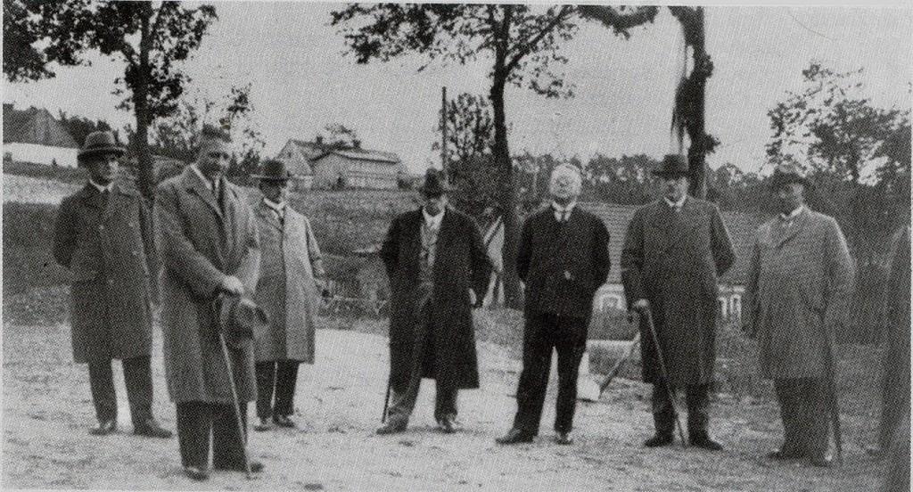 Starosta-dr.Ulmer-(w-środku)